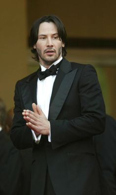 Keanu Reeves….WHY IS THIS MAN NOT YOUNGER???? IT IS UNFAIR!!!!!!!!!!!!!