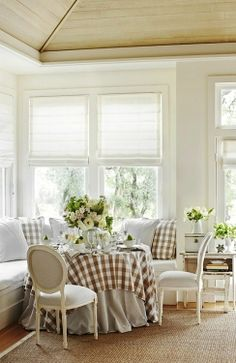 Kitchen with Dining Nook and Banquette Banquettes, Piece A Vivre, Dining Nook, Kitchen Nook, Cottage Style, White Cottage, Country Decor, Home Kitchens, Sweet Home