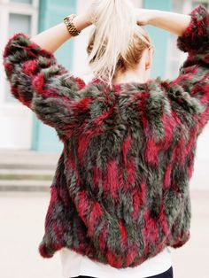 laenoky, lena funk, streetstyle blogger berlin germany, how to style fur in summer, summerstyling fur, streetstyle streethunter berlin fashion…