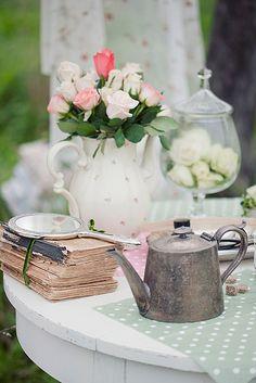 Alice in Wonderland Wedding, by loretoidas #Tacori #YourBestFriendsWedding