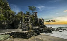 Sunset at Pura Batu Bolong by jeiksen cornelius on 500px
