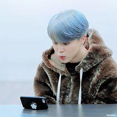 is jimin being a whole mochi Park Ji Min, Busan, Jikook, Mochi, Foto Bts, Bts Memes, Jimin 95, Got7, Frases Bts