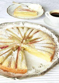 Rabarberkladdkaka Fancy Desserts, Lemon Desserts, A Food, Food And Drink, Round Cakes, Cake Tins, Pavlova, Chocolate Desserts, Camembert Cheese