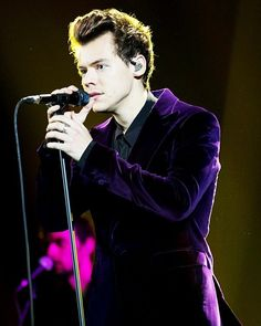 Harry Styles performs on X Factor Italy in Milan, Italy on November 9, 2017