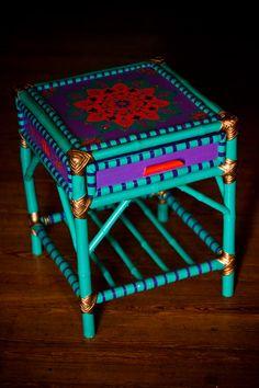 Mesa de Luz reciclada con diseño original, $650 en https://ofeliafeliz.com.ar