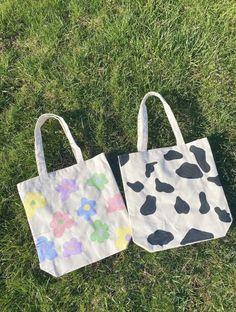 Summer Tote Bags, Diy Tote Bag, Cute Tote Bags, Reusable Tote Bags, Aesthetic Bags, Painted Bags, Ideias Diy, Canvas Tote Bags, Indie