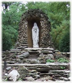 1000 images about religious grotto on pinterest lady of for Garden grotto designs