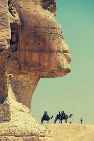 the sphinx in Africa w the missing nose