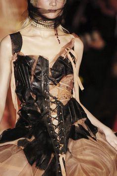 John Galliano for Christian Dior Spring Summer 2006 Haute Couture Anti Fashion, Fashion Art, Runway Fashion, High Fashion, Fashion Show, Womens Fashion, Fashion Design, Gothic Fashion, Victorian Fashion