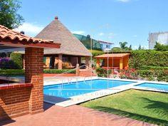 """Renta casas para #FinDeSemana y #Vacaciones!! Aprovecha GRANDES #DESCUENTOS y sal de la ciudad YA!!! . CLAVE: """"Quinta Colonial"""" - Oaxtepec, Morelos. Capacidad: 14 personas cómodas . La casa cuenta con: (y) Alberca: - -> Medidas: 9 x 5 mts cuadrados aprox. - -> Profundidad: en desnivel de 70 cms a 1.50 mts aprox. - -> Chapoteadero: • - -> Medidas 3 x 3 mts cuadrados aprox. • - -> Profundidad de 70 cms aprox. • - -> Calefacción solar incluída (y) Pool-bar: - -> Refriger Pasto Natural, Camas King, Thing 1, Colonial, Acre, Deck, Outdoor Decor, Gardens, Home Decor"""