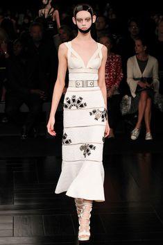 Alexander+McQueen+Spring+2015+Ready-to-Wear+Fashion+Show+-+Ondria+Hardin