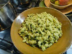 come-se: Spätzle de ora-pro-nobis, cem por cento vegetal