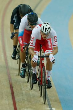 Szmon Sajnok of Poland competes in Men's Omnium Tempo Race 24 on Day 4 in 2017 UCI Track Cycling World Championships at Hong Kong Velodrome on April...