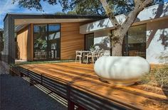 Experience this impeccable modern home located in the heart of bouldin and it's exquisite entry sequence, thoughtful layout, and high end finishes.  Bed | 3 Bath | 3 Full | 1 Half Est. Sq .Ft. | 2,200   Details here: http://ow.ly/10hUUc
