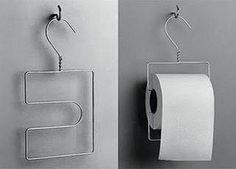 Otras ideas en las que puedes usar tus perchas de alambre, en este caso para colgar los rollos de papel del baño.                                                                                                                                                                                 Más
