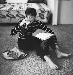 Audrey Hepburn - Saint James Breton