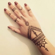 See more ideas about simple hand henna, henna tattoo hand designs and Henna Tattoo Designs, Henna Tattos, Tattoo Design For Hand, Henna Tattoo Hand, Et Tattoo, Henna Designs Easy, Henna Art, Mehndi Designs, Tattoo Neck