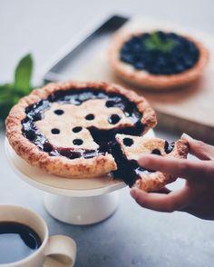 #Vegan black cherry pie and blueberry tart   ヴィーガンブラックチェリーパイとブルーベリータルト焼き上がってすぐは丸くくり抜いたところからチェリーソースがふつふつ  その横でパイを顔に投げるパーティーをしたくてうずうずしている息子...  #coffee_inst #healthydessert #foodporn #foodphotographer #vscofood #feedfeedvegan #igerscoffee #igersjp #elleatable #thekitchn #gatheringlikethese #kitchenbowl #makeitdelicious #foodwinewomen #tv_lifestyle #show_me_your_food #tv_living #bake #pie #handsinframe #vegansweets by latelier_del