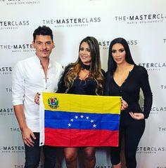 ¡Causó euforia! Kim Kardashian posó con la bandera de Venezuela (+fotos)