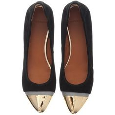 I never wear flats really but I'd make an exception for these babies
