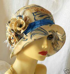 1920s Vintage Inspired Cream Blue Cloche Hat Flapper Downton Great Gatsby. @designerwallace Sombreros Cloche, Fancy Hats, Cool Hats, Gatsby Hat, Gatsby Movie, Flapper Hat, 1920s Flapper, Hat Stands, Vintage Fashion