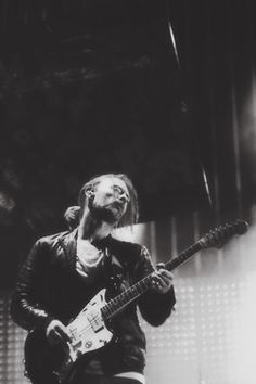 Thom looks so yummy in this photo! I agree with Kate... :)