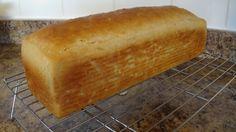 Este pan no deja de asombrarme. Sólo tiene cuatro ingredientes: agua, harina de garbanzo, sal y levadura. No lleva gomas. La harina de garbanzo, bien batida con agua y sal desarrolla una forma de l… Pan Bread, Bread Cake, Bread Baking, Gluten Free Recipes, Low Carb Recipes, Bread Recipes, Vegan Recipes, Pan Sin Gluten, Good Food
