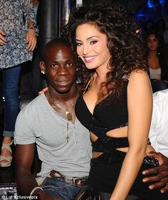 'I'll accept full responsibility after a paternity test': Mario Balotelli Black Guy White Girl, Black And White Couples, White Girls, White Women, Black Men, Interracial Celebrity Couples, Interracial Marriage, Interracial Family, Interacial Love