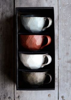 These tea cups are gorgeous. Apparently they came from Davids Tea, but it looks like they're no longer available. Ceramic Cups, Ceramic Pottery, Ceramic Art, Davids Tea, Paperclay, Stoneware, Earthenware, Tea Pots, Sculptures
