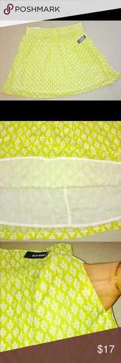 Old Navy Yellow Skirt with Wheat Flowers & Pockets Old Navy yellow skirt with white wheat flowers, cotton lining, pockets. Brand new with tags! Large. Old Navy Skirts