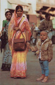 'Banaras India's City of Light' National Geographic February 1986 Tony Heiderer