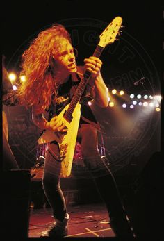James Hetfield (Alcoholica) By Ross Halfin James Hetfield, Jason Newsted, Cliff Burton, Robert Trujillo, Heavy Metal Art, Heavy Metal Bands, Best In Ear Headphones, Dave Mustaine, Heavy Rock
