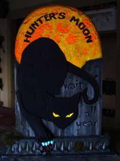Hunter's Moon tombstone was made for my latest Secret Reaper victim Lisa48317. On her like list was black cats. That sounded like fun and also an opportunity to try out some fluorescing effects on a tombstone.  Made a video that will help you loads in visualizing the steps needed to make this stone. Please watch: Note: Please see the previous Captain Daniel, Raven and Revenge tutorials for new techniques that were also done for this stone. See Blackbeard's tutorial for a full build tu