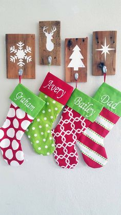 Christmas Stocking Holders  Rustic Christmas Wall por BrandNewToMe