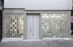 Glass blocks create multi-tonal facade for antiques showroom by Jun Murata Glass Blocks Wall, Glass Block Windows, Glass Wall Art, Stained Glass Art, Facade Design, House Design, Glass Brick, Wall Exterior, Brick Facade