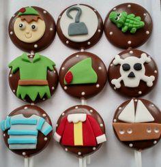 Pirulito de chocolate, com decora��o do Peter Pan e Capit�o Gancho. <br>Com rostinhos R$ 4,96. <br>Acompanha saquinho e fita,feito com os chocolates Garoto e Melken. <br>Pedido minimo, 20 unidades.