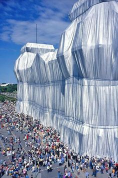 Wrapped Reichstag building, Berlin, Germany (christojeanneclaude.net, 1995) Christo and Jeanne Claude