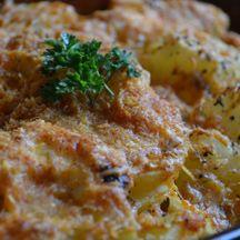 Sajtos rakott pulykamell - Keva Blog Mozzarella, Bacon, Chicken, Meat, Desserts, Food, Tailgate Desserts, Deserts, Essen