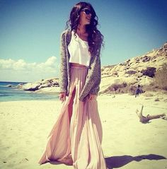 In London, neutrals own the sidewalks 38 Stylish and Beautiful Fashion Milan Street Style Spring 2014 Pink Maxi, Floral Maxi, Boho Chic, Boho Beach Style, Bohemian Fall, Bohemian Style, Looks Chic, Looks Style, Street Style