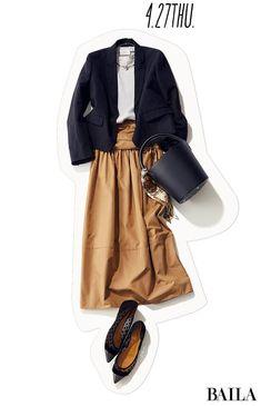 大人っぽくきれいな服装をしたい日は、やっぱり頼れる黒ジャケットで。ベージュのフレアスカートを合わせ、靴・バッグも黒でまとめれば、きちんと感にエレガントさが加わって。バッグに巻いたスカーフもシックさを盛り上げるのにお役立ち。首元にアクセサリーをつけるなら、トレンドを意識したシンプル・・・