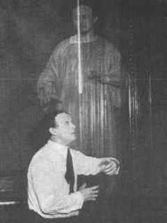Harry Houdini duplicates a spirit photograph - example 1