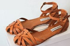 Sandals Summer - DSW has them! Theyre called Steve Madden Trivol Flat They are too cute! - There is nothing more comfortable and cool to wear on your feet during the heat season than some flat sandals. Sock Shoes, Cute Shoes, Me Too Shoes, Shoe Boots, Flat Shoes, Flat Gladiator Sandals, Shoes Sandals, Closed Toe Sandals, Camel Sandals