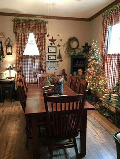 Home Country Decor Love This In 2019 Primitive Dining Rooms Homes rustic Primitive Dining Rooms, Country Dining Rooms, Primitive Homes, Country Primitive, Primitive Bedroom, Primitive Antiques, Primitive Crafts, Primitive Curtains, Bedroom Country