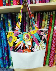 Ultimissima creazione firmata il Baule dei Sogni! Una borsa estiva e piena di colore, non pensate?