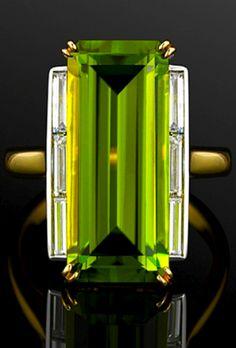 Art Deco-style peridot and diamond cocktail ring, ca. Sold by Fred Leighton Art Deco Schmuck, Bijoux Art Deco, Art Deco Jewelry, Fine Jewelry, Jewelry Design, Jewellery, Cheap Jewelry, Art Deco Ring, Art Deco Diamond