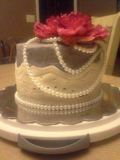 Birthday cake for mom with pearls