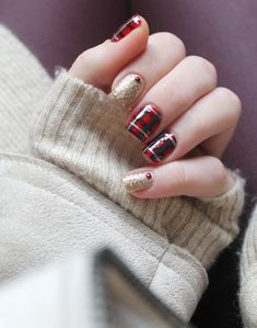 Christmas tartan nails