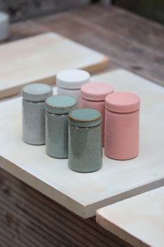 Florian Gadsby. Small storage jars, before and after being fired.