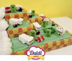 En el popular videojuego de Minecraft todo es posible y en Duldi también. Con esta tarta de golosinas lo demuestran nuestros amigos de Duldi Avilés.
