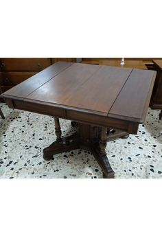 Tavolo quadrato allungabile in noce, con piedini estendibili, da restaurare in ottime condizioni, periodo '800.